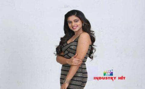 Siddhi Idnani to debut as Srinivas Reddy's Heroine in Jamba Lakidi Pamba