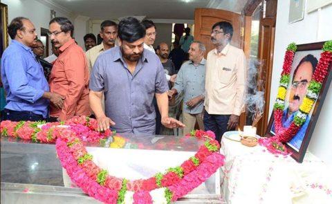 Chiranjeevi Pays Last Respects To Vijayabapineedu – Pics