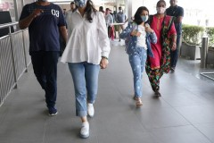 Superstar-Mahesh-Babu-With-Family-In-Airport-5