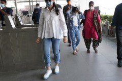 Superstar-Mahesh-Babu-With-Family-In-Airport-6