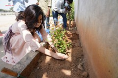 Raashi-Khanna-Planted-Saplings-On-The-Occasion-Of-Her-Birthday-6